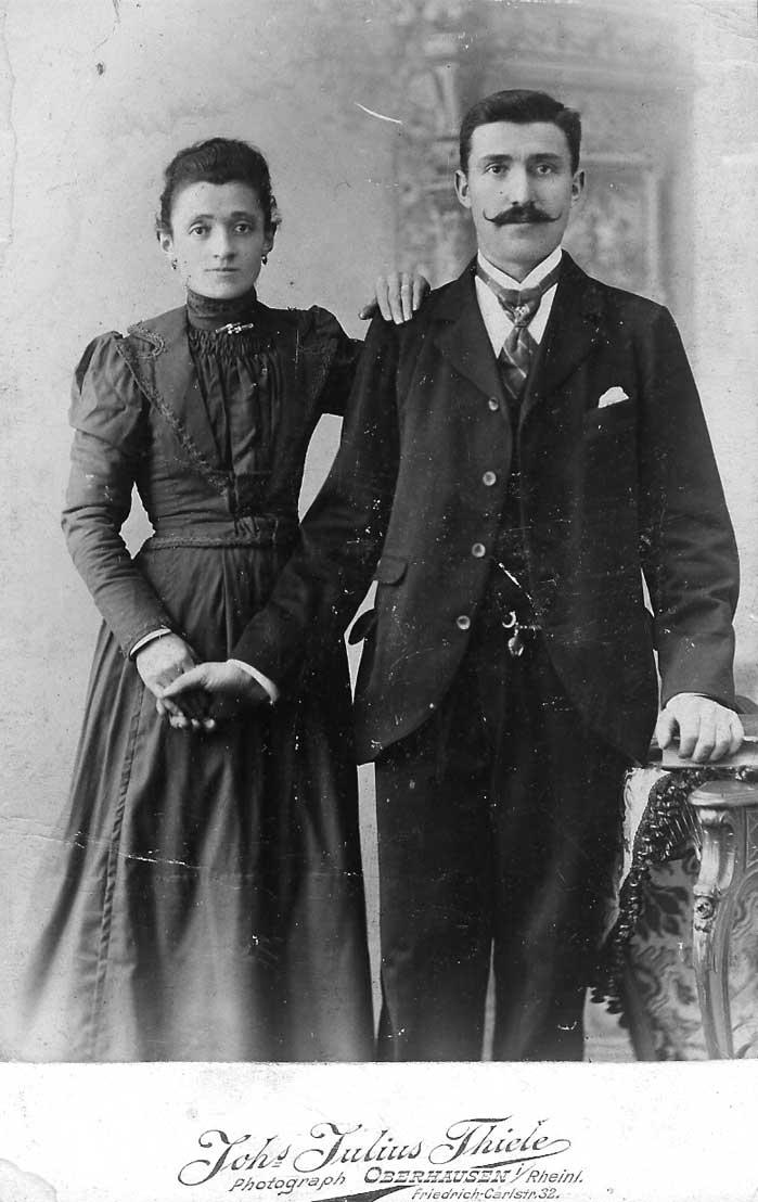 Cette photo de Marcone et d'Angelina a peut-être été faite à San Nazario et reproduite ensuite à Oberhausen